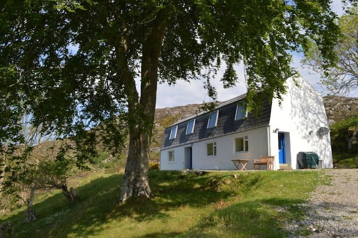 Well equipped self catering cottage near Lochinver