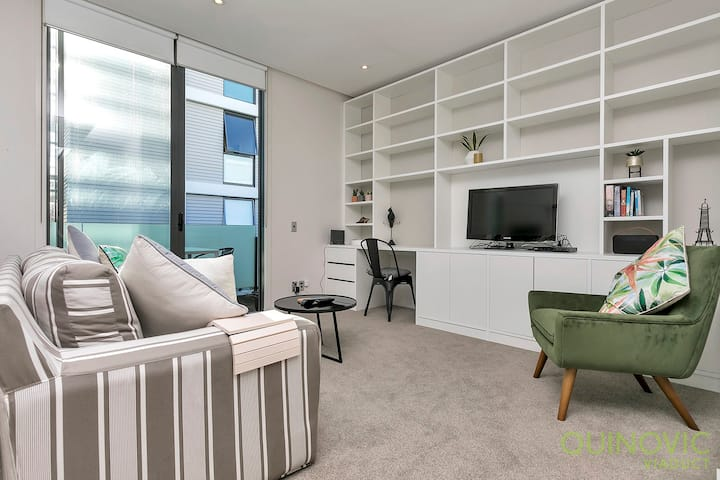QV Refined Viaduct Harbour Apartment - (879)
