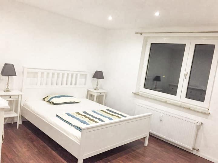 Wohnung mit Balkon nähe Bahnhof/Flughafen/Messe
