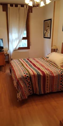 Habitación privada en Biescas.