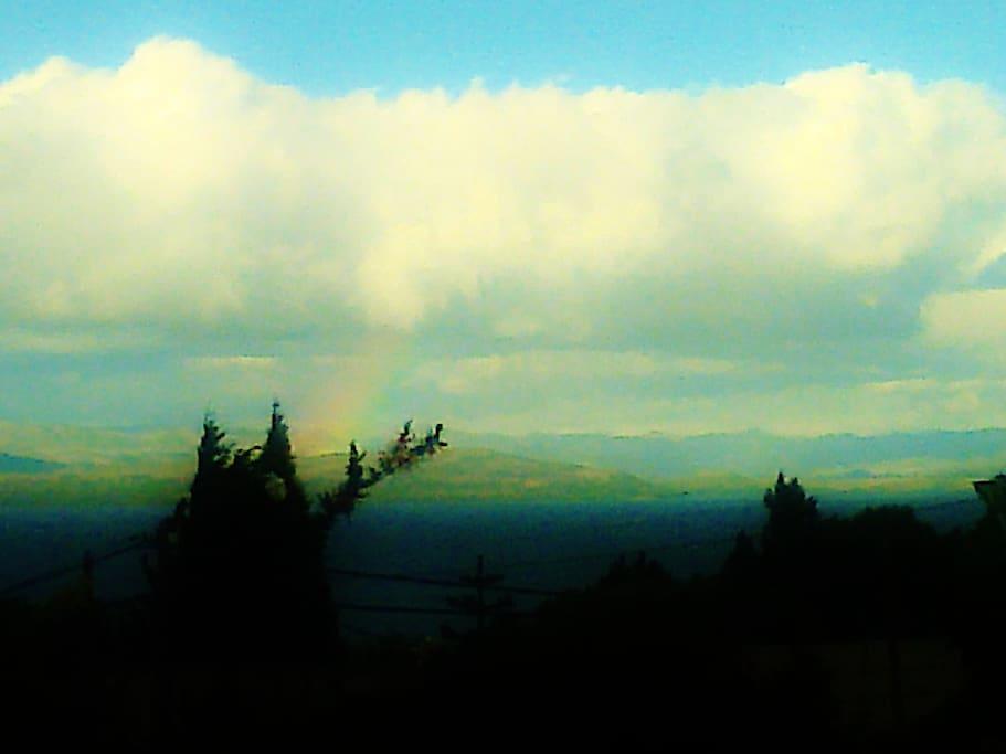 la vista desde baño y habitacion  a nuestro Maravilloso Nahuel Huapi y las Montañas de a estepa