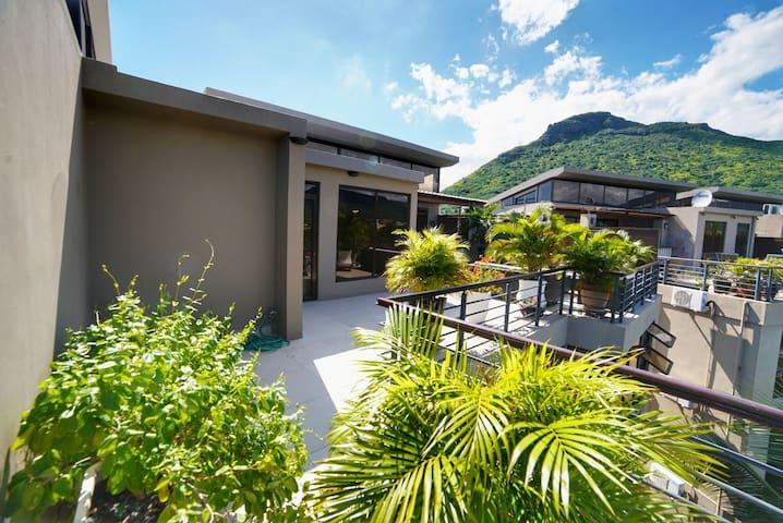 New luxury 3 BR penthouse Near La Preneuse Beach