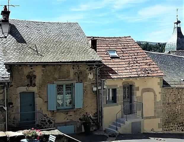 Petite maison gite au coeur de la Haute Auvergne