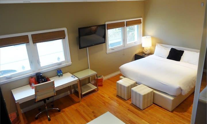 Balboa Inn, Ocean View Suite- On the Beach Newport