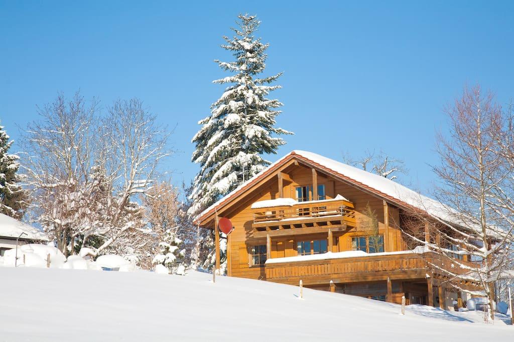 Besonderst im Winter ist es hier im Holzhaus sehr gemütlich.