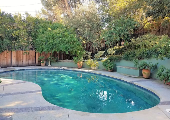 Tranquil Home w/Pool Nr Hollywood Hills+Studio Cty - Los Angeles - Casa