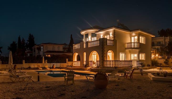 Komissa Villa