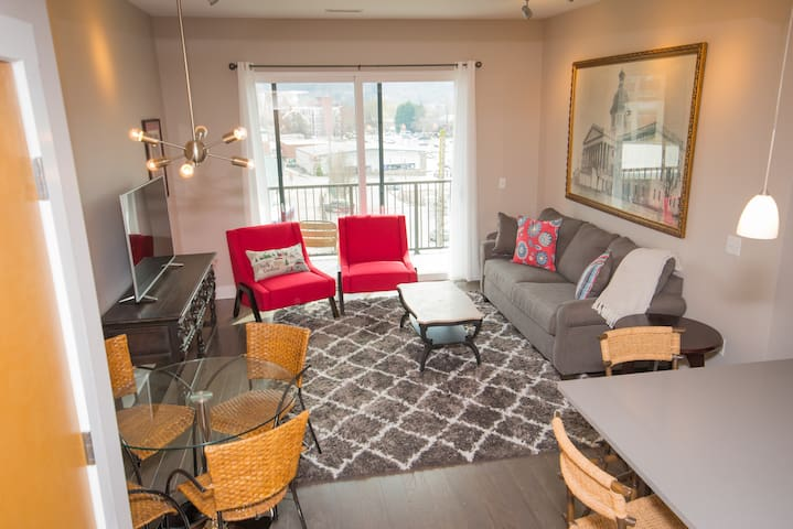 Downtown  Luxury Condo in Heart of Asheville #405