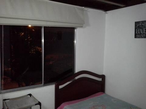 Habitación con baño privado en Suba