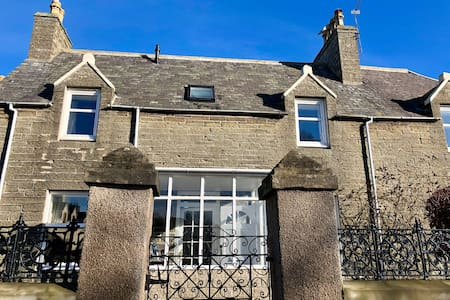 Charming Townhouse on North Coast Route, Wick