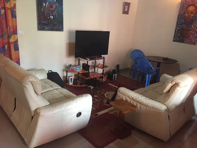 Apartment=livingroom+kitchen+toilet+bedroom+balcny - Buea - Apartamento