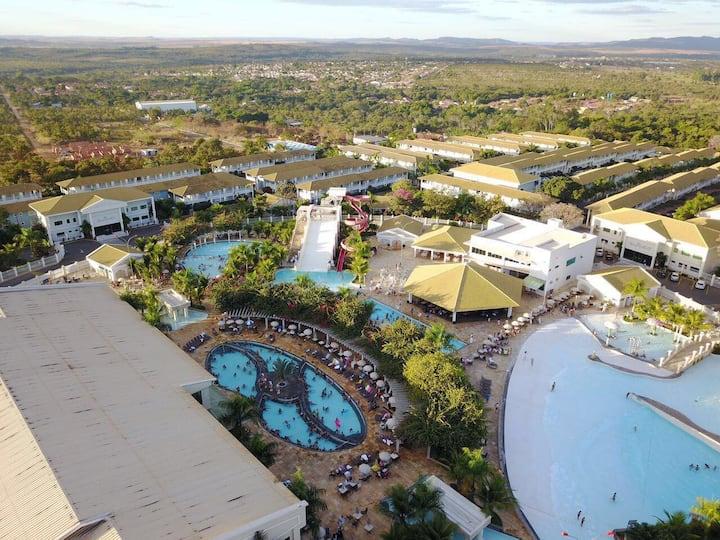 Flat com dois Banheiros Hotel com Parque Aquático