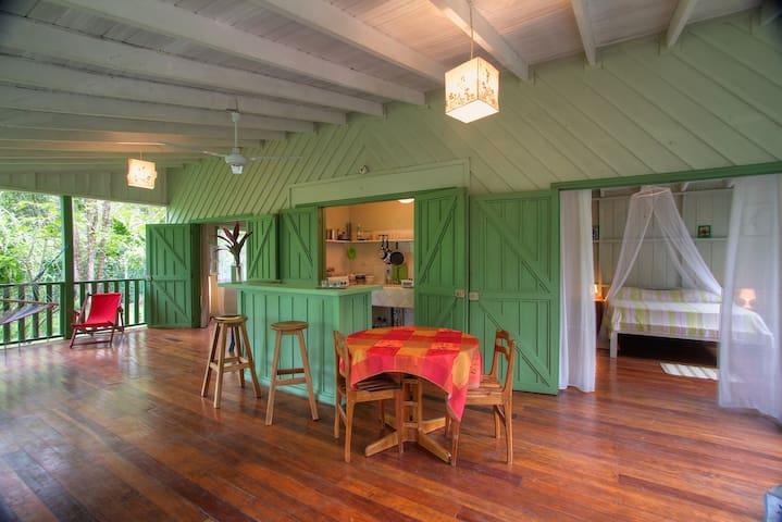 Cozy 2BR house in playa chiquita - Пуэрто-Вьехо-де-Таламанка - Дом
