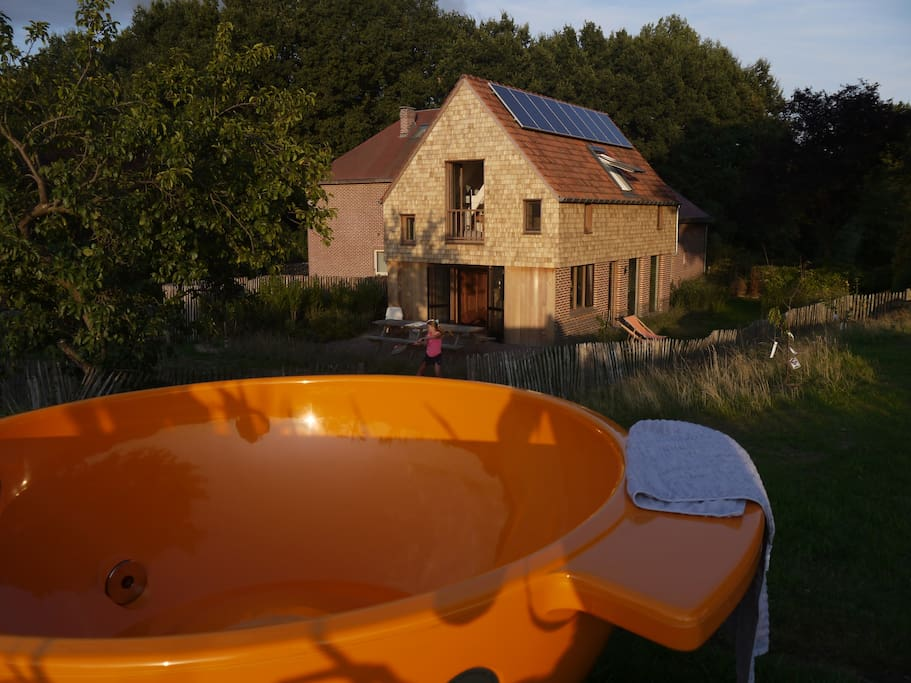 Enjoy the essence of outdoor bathing in the hottub. Extra charge of €100 per per session
