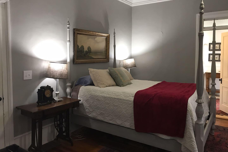 Queen bed, cotton linens