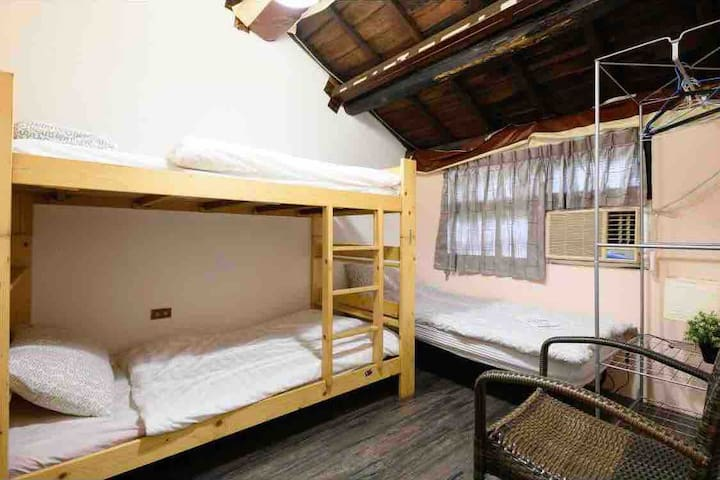 8min to subway free wifi &1-3 person room 301