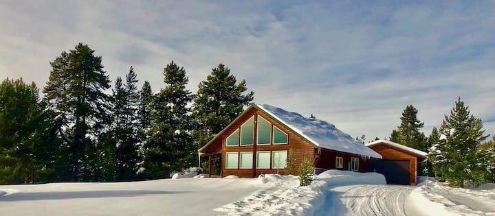 Teton Meadows Cabin -Yellowstone - WIFI- Sleeps 12