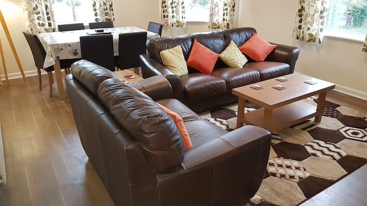 Large, 1st floor apartment, ideal for N.Wales