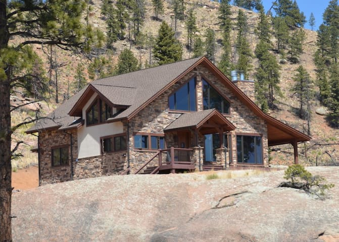Secluded mountain home on 40 acres with views!