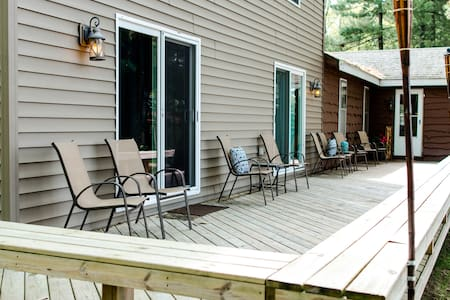 Rustic Hill Cottage- Houghton Lake