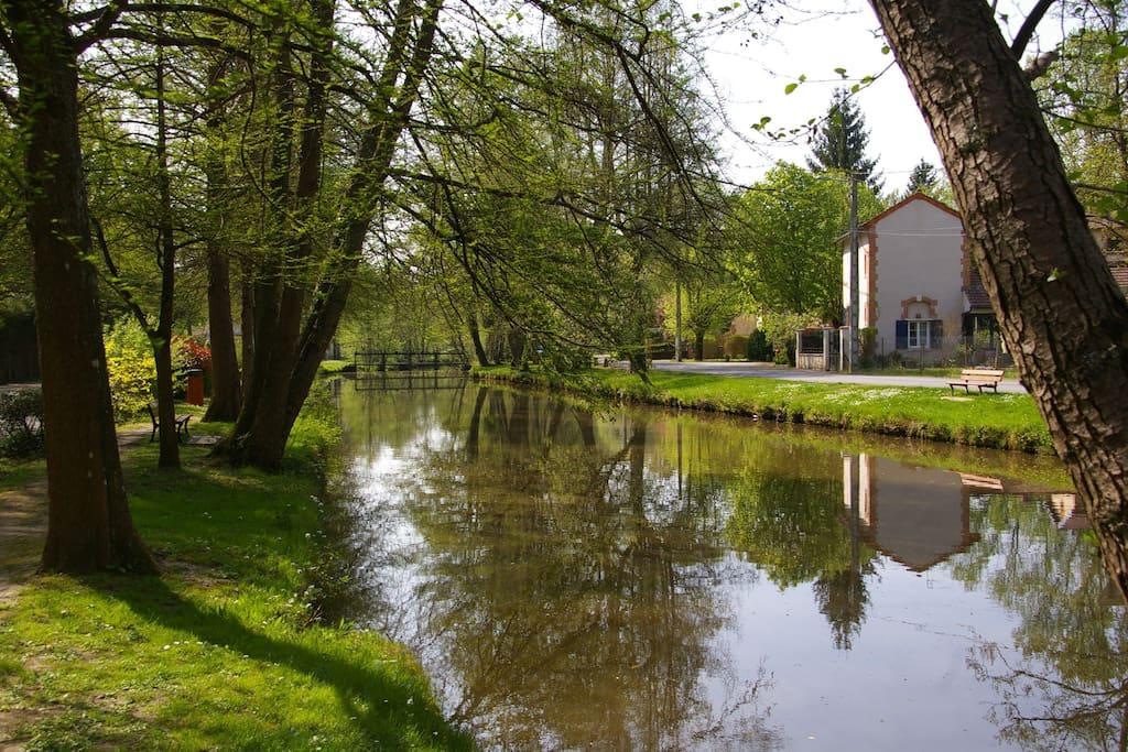 La Ferté, petite ville à la campagne