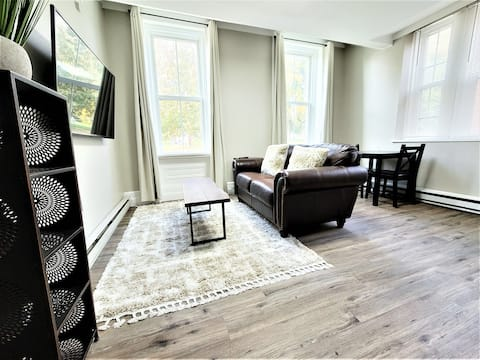 The Grayson at Park  Place- cozy and fully updated