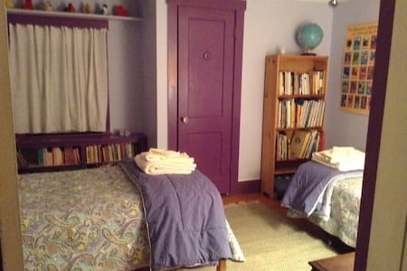 Maple St Guest Room, Brattleboro VT