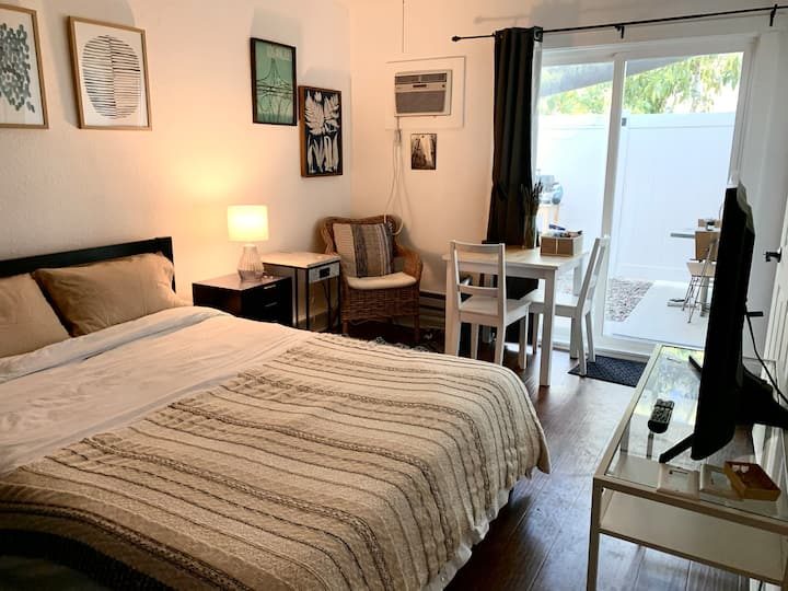 Cozy Guest Suite w/Own Entrance & Glamping Patio