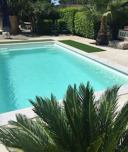 Jolie maison avec piscine pour 7 p. - Ceyras - 独立屋