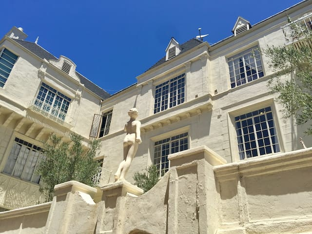 Historic Chateau Rossmore, Old Hollywood Glam