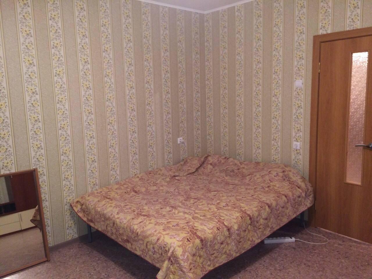 Двуспальная кровать с ортопедическим мартрасом
