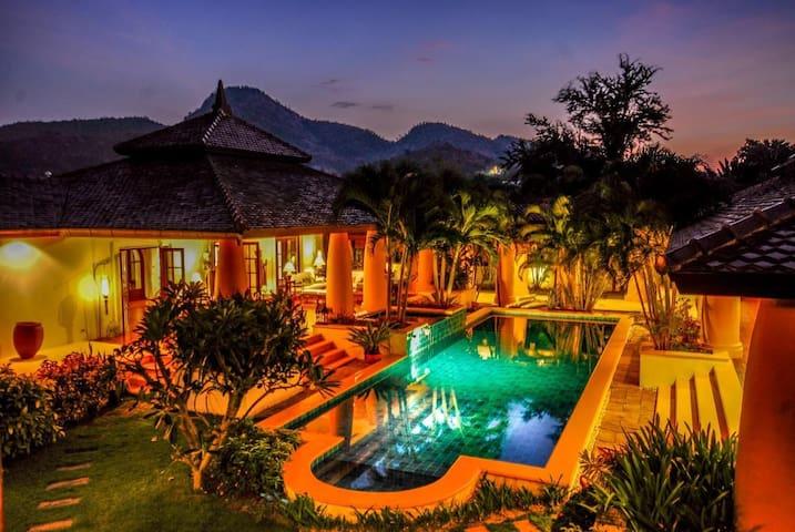 Balinese Style Pool Villa - ホアヒン - 別荘