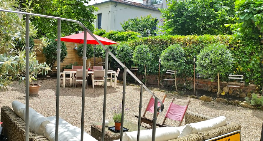 Charming house in a private driveway - Courbevoie - Haus