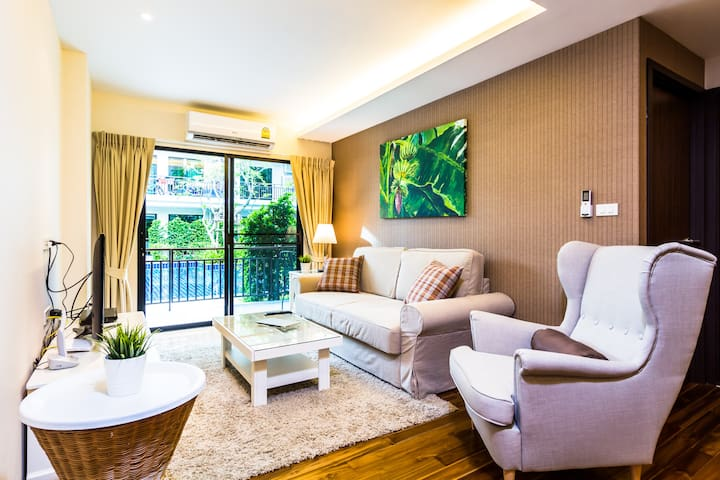 Large 2 bedroom apartment on Rawai beach, direct pool access