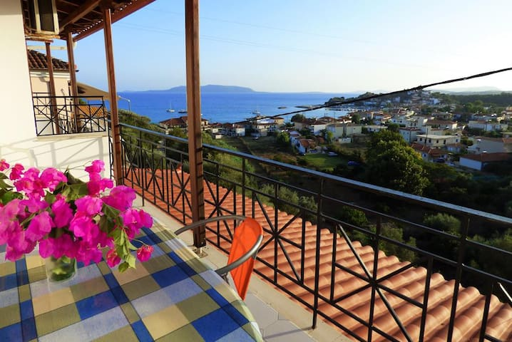 """Nests "" with breathtaking view close to the beach - Foinikounta - Apartment"