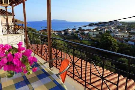 2 comfy studios with amazing view near the beach - Foinikounta - Apartamento