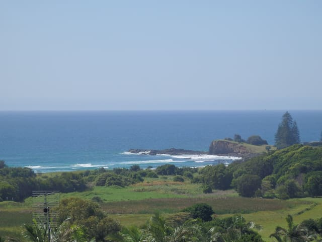 Gorgeous beaches 5 minutes away.