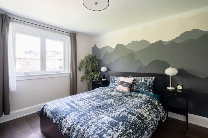 Great location, bedroom in Korean Town near UofT