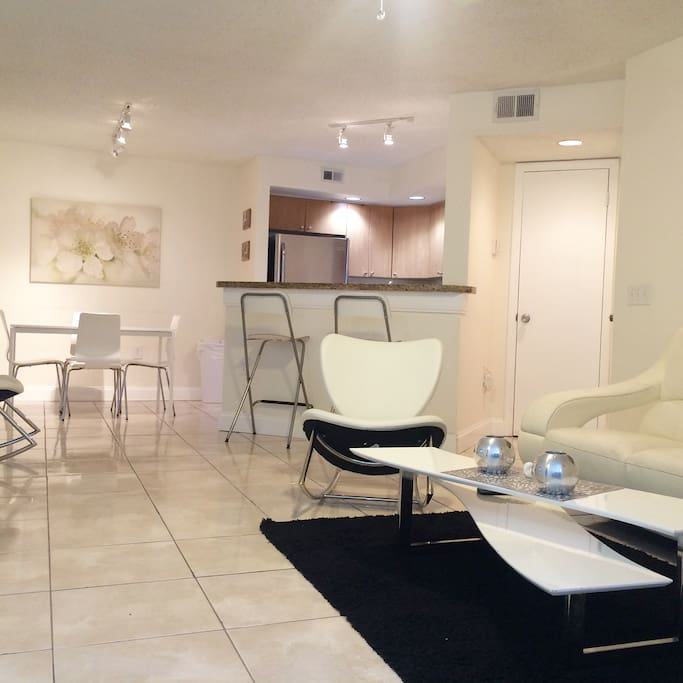 NEWLY RENOVATED 2 BEDROOMS APT SAWGRASS MALL