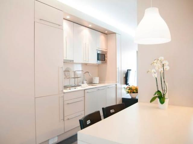 ONLY FOR WOMAN:luxury ap. with pool, aa, WIFI - Barcelona - Flat