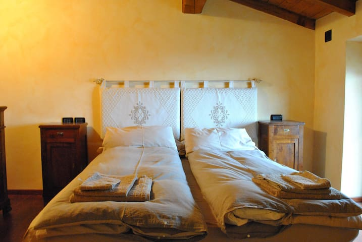 Camera al letto matrimoniale! Second bedroom with king size bed! Zweite Schlafzimmer!