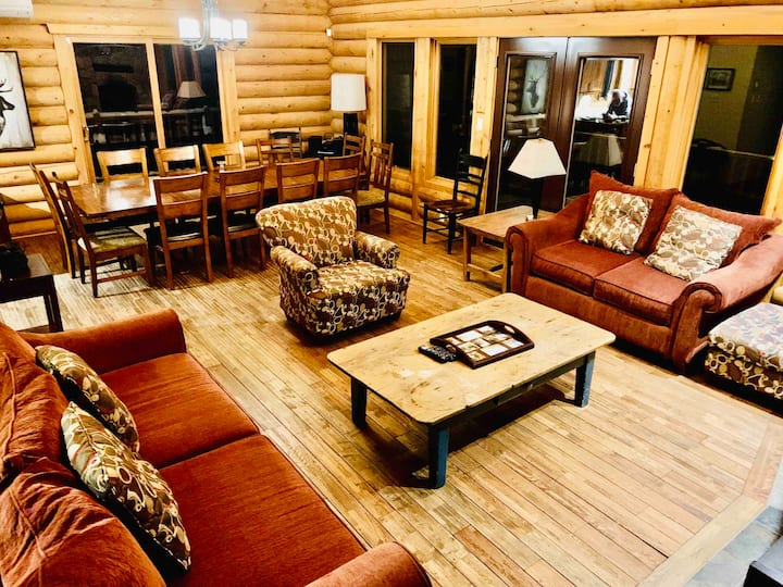 Chalet Zeina (Mont-Tremblant Area up to 16 guests)