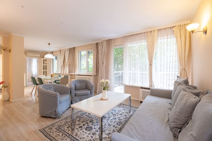 ☆ Lovely MOMENTS in 2BR App next to Vitosha Str ☆