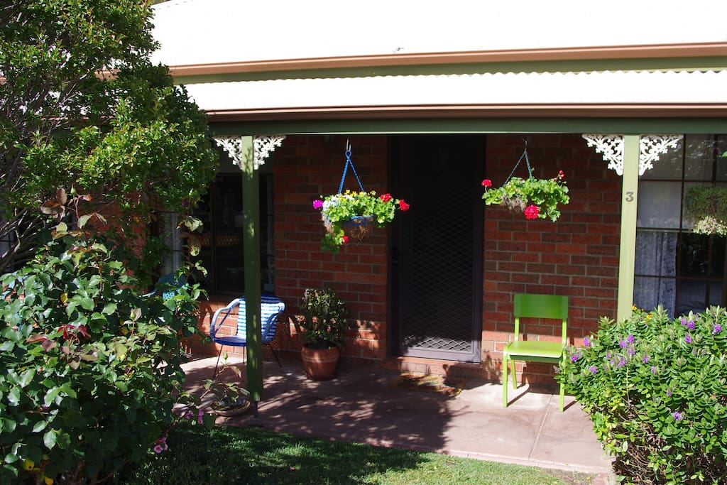 Bendigo has 300 days of sunshine and the verandah is a lovely place to enjoy them. The accommodation faces north and so the lounge-dining room and front bedroom also have the full benefit of sunny days.