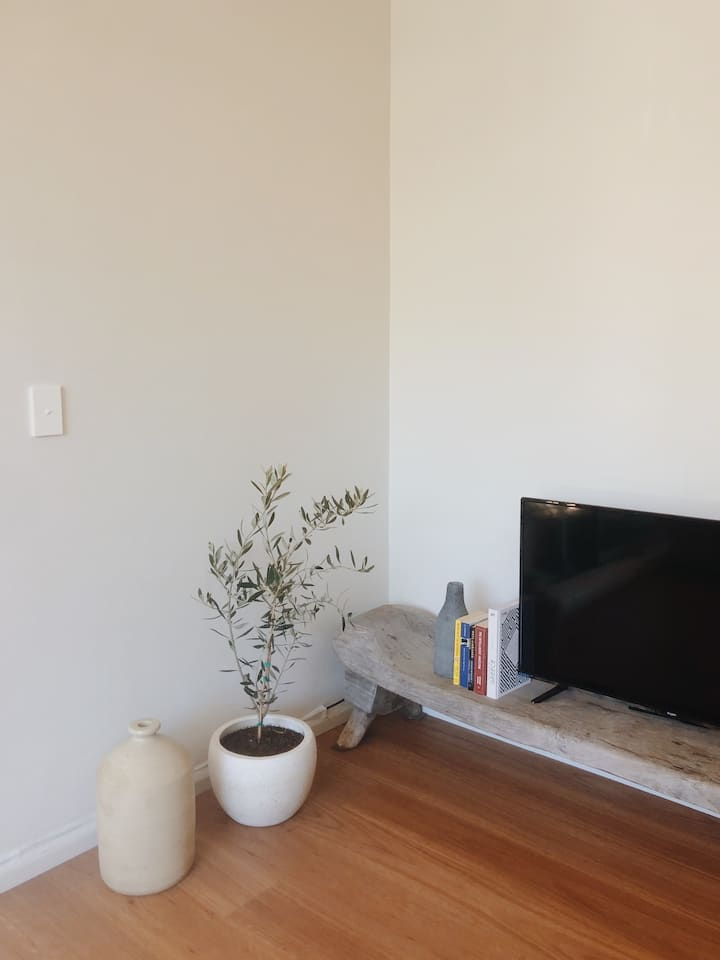 Heart of Coogee - Oversized One Bedroom Apartment