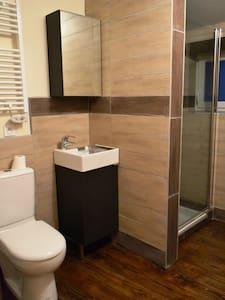STUDIO avec salle de bain privative - Satillieu - Lägenhet