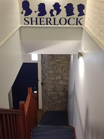 Hudson @Sherlock Holmes - The Old Police Station