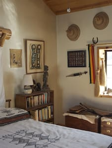 Working Guest Ranch -- Africa Room - Bed & Breakfast