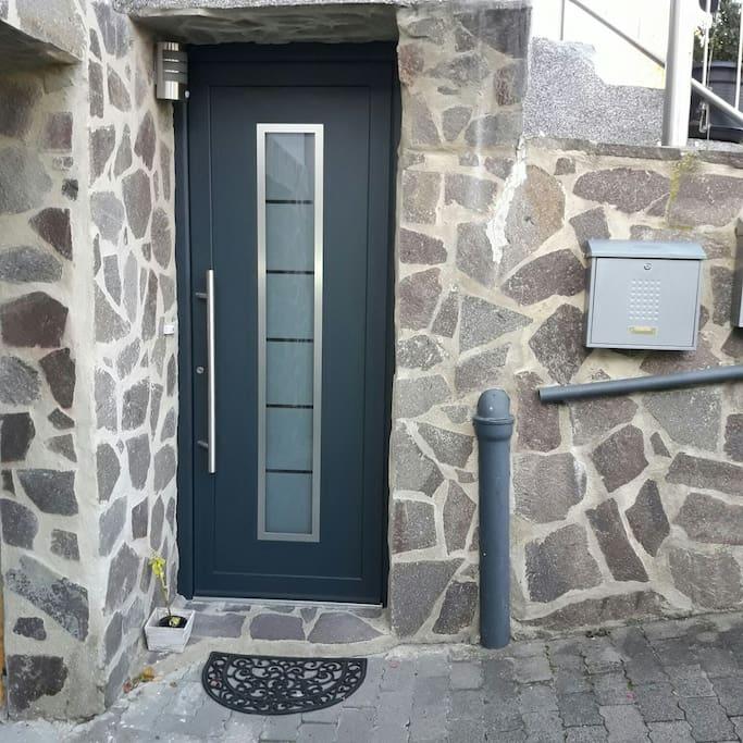 Der separate Eingang zur Wohnung.