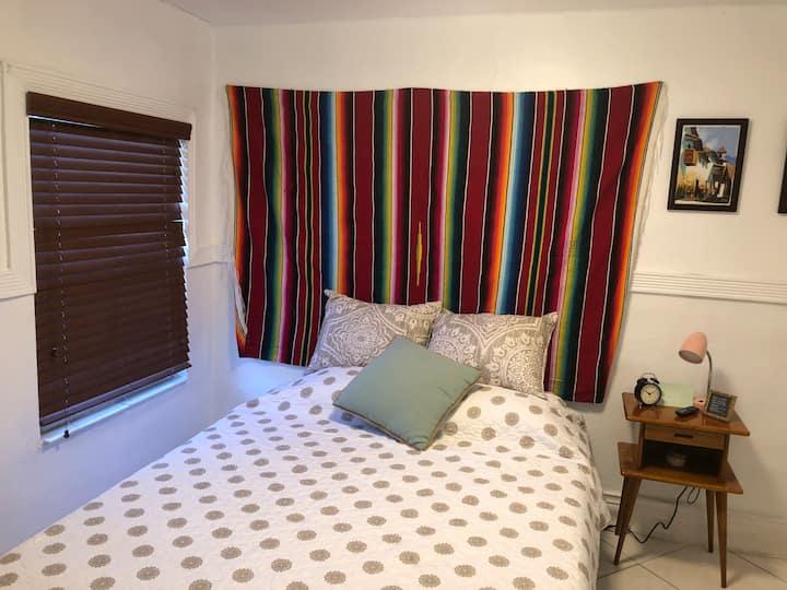 V - Cozy Room in the Heart of Little Havana (Ap 3)